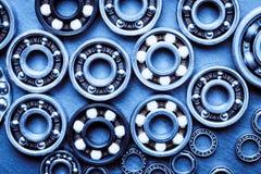 Reeks diverse kogellagers Technologie en machines industriële achtergrond Gestemd blauw royalty-vrije stock afbeeldingen