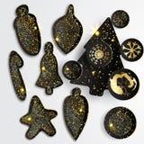 Reeks Eenvoudige Kerstmiselementen met zwarte document boom, ballen en sneeuwvlokken in gouden stijl Stock Fotografie