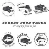 Reeks emblemen van de voedselvrachtwagen, kentekens en ontwerpelementen Royalty-vrije Stock Foto's