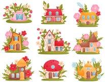 Reeks fabelachtige huizen van verschillende vormen onder de bloemen en het gras Vector illustratie op witte achtergrond royalty-vrije illustratie