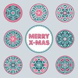 Reeks feestelijke hand-drawn de decoratieontwerpen van de Kerstmissneeuwvlok stock illustratie
