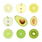 Reeks geïsoleerde gekleurde cirkelplakken van bergamot, kalk, citroen, pompelmoes, appel, avocado, kiwi, pruim op witte achtergro Royalty-vrije Stock Fotografie