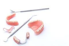 Reeks gebitten en tandhulpmiddelen op witte achtergrond Stock Afbeeldingen
