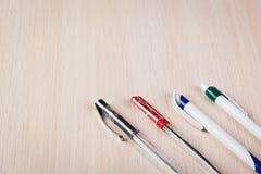 Reeks gekleurde pennen stock afbeeldingen