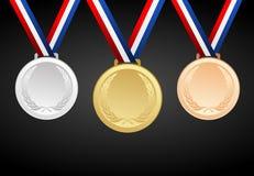 Reeks goud, zilver en brons lege toekenningsmedailles met linten Stock Foto's