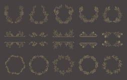 Reeks gouden bloemenkaders en kronen met installatie vector illustratie