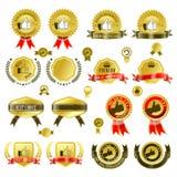 Reeks gouden kentekens met lint en stickers vectorillustratie, met markeringsbanner Stock Afbeelding