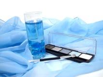 Reeks grijze oogschaduw over blauwe achtergrond met kaars Royalty-vrije Stock Foto's