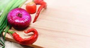 Reeks groenten op een houten raad Stock Afbeelding