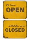 Reeks grunge gele tekens: open - gesloten Stock Afbeeldingen