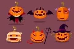 Reeks Halloween-pompoenen in Halloween-karakterkostuums Stock Foto's