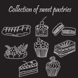 Reeks hand-drawn zoete gebakjes en cupcakes Bak winkel Vectorpictogrammen van zoete bakkerij Uit de vrije hand tekening Royalty-vrije Stock Fotografie