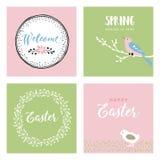 Reeks hand getrokken Pasen-groetkaarten, uitnodigingen met vogel, kip en bloemen De lenteconcept, uitstekend ontwerp vector illustratie