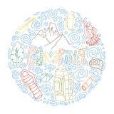 Reeks hand getrokken schets het kamperen materiaalsymbolen en pictogrammen Vector illustratie Royalty-vrije Stock Foto's