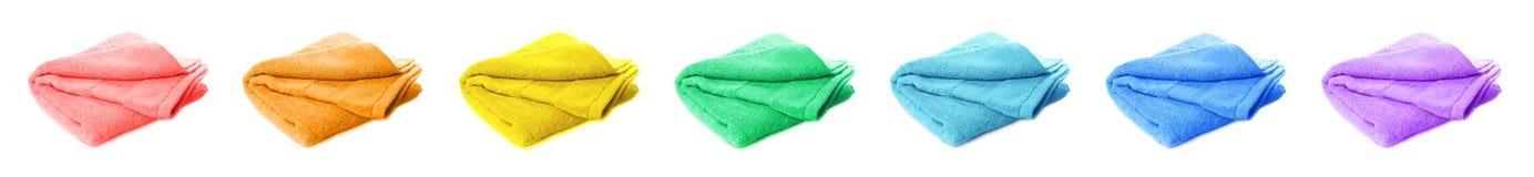 Reeks heldere kleurrijke schone zachte handdoeken stock fotografie