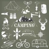 Reeks het kamperen materiaalsymbolen en pictogrammen Stock Afbeelding