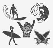 Reeks het surfen uitstekende ontwerpelementen De vector van het brandingsembleem illustr Royalty-vrije Stock Afbeeldingen