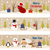 Reeks horizontale banners met Kerstmisbomen en karakters Stock Afbeeldingen