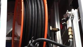 Reeks hulpmiddelen in de brandvrachtwagen stock videobeelden