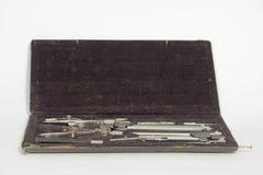 Reeks instrumenten van de precisie technische tekening in zwart geval Op royalty-vrije stock foto