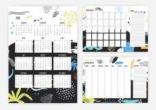 Reeks jaar 2018 kalender, maand en wekelijkse ontwerpersmalplaatjes met kleurrijke punten, vlekken, vlekken en verfsporen  Stock Foto