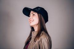 Reeks jonge vrouwen` s portretten met verschillende emoties stock foto