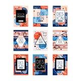 Reeks kaarten met kleurrijk helder abstract geometrisch ontwerp met plaats voor tekst De stijl van Memphis Modieuze groeten Stock Foto