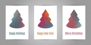 Reeks Kerstmisprentbriefkaaren met minimalistic veelhoekige spar met geometrische textuur Royalty-vrije Stock Foto