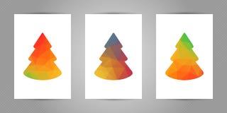 Reeks Kerstmisprentbriefkaaren met minimalistic veelhoekige spar met geometrische textuur Stock Afbeelding