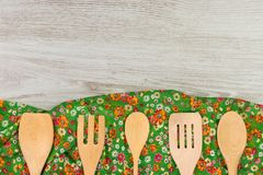Reeks Keukengerei De doekservet van de patroonbloem op lege wo Stock Afbeeldingen