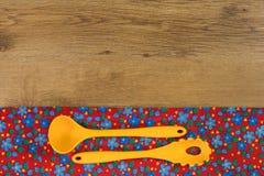 Reeks Keukengerei De doekservet van de patroonbloem op lege wo Royalty-vrije Stock Afbeelding