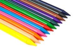 Reeks kleurenkleurpotloden op witte achtergrond Royalty-vrije Stock Afbeeldingen