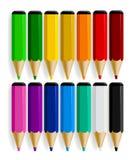 Reeks kleurenpotloden met dalingsschaduw op witte backgrou wordt geïsoleerd die Royalty-vrije Stock Afbeeldingen