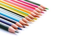 Reeks kleurenpotloden op wit Stock Afbeelding