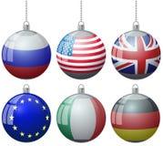Reeks kleurrijke ballen van het Kerstboom vectorornament met de vlaggen van de V.S. Rusland Groot-Brittannië met het lint van de  stock illustratie