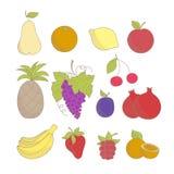 Reeks kleurrijke geschetste getrokken hand friuts en bessen: appel, ananas, sinaasappel, citroen, druif, banaan, aardbei Stock Afbeelding