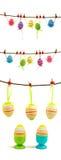 Reeks kleurrijke paaseieren die op de kabel hangen royalty-vrije stock foto