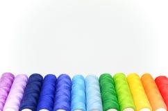 Reeks kleurrijke spoelen van draad Royalty-vrije Stock Foto