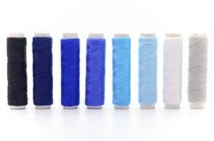 Reeks kleurrijke spoelen van draad Stock Fotografie