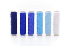 Reeks kleurrijke spoelen van draad Stock Afbeelding