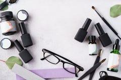 Reeks kosmetische hulpmiddelen en toebehoren voor manicure en pedicure royalty-vrije stock fotografie