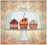 Reeks leuke cakes onder glaskoepel Stock Foto's