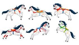 Reeks leuke die beeldverhaalpaarden op witte achtergrond wordt geïsoleerd Het lopen witte vectorpaarden voor carrousel, uitnodigi vector illustratie