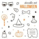 Reeks leuke zwarte en oranje Halloween-krabbels op witte achtergrond Royalty-vrije Stock Foto