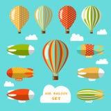 Reeks luchtballons en luchtschepen Vlakke vectorillustratie Stock Foto's