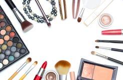 Reeks make-uphulpmiddelen op witte achtergrond met copyspace Royalty-vrije Stock Afbeeldingen