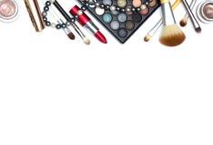 Reeks make-uphulpmiddelen op witte achtergrond met copyspace Stock Afbeelding
