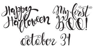 Reeks met Halloween-etiketten met Hand getrokken vectorinschrijvingen en citaten Stock Afbeelding