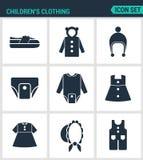Reeks moderne pictogrammen De schoenen van de kinderens kleding, jasje, raglan, GLB, luiers, kleren, hoed, broek Zwarte tekens Stock Fotografie