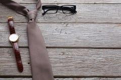 Reeks modieuze mensen op rustieke houten achtergrond Royalty-vrije Stock Afbeeldingen